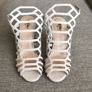 NUDE HEELS BY MOSSIMO size 7.5
